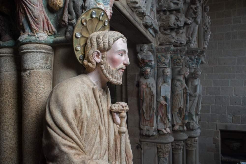 Apostol-santiago-portico-gloria[1]